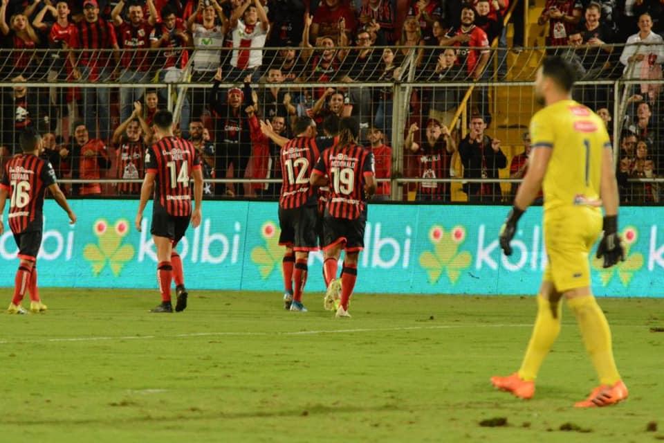 Alajuelense derrotó a Jicaral en un partido que «de trámite» sólo tuvo el nombre.