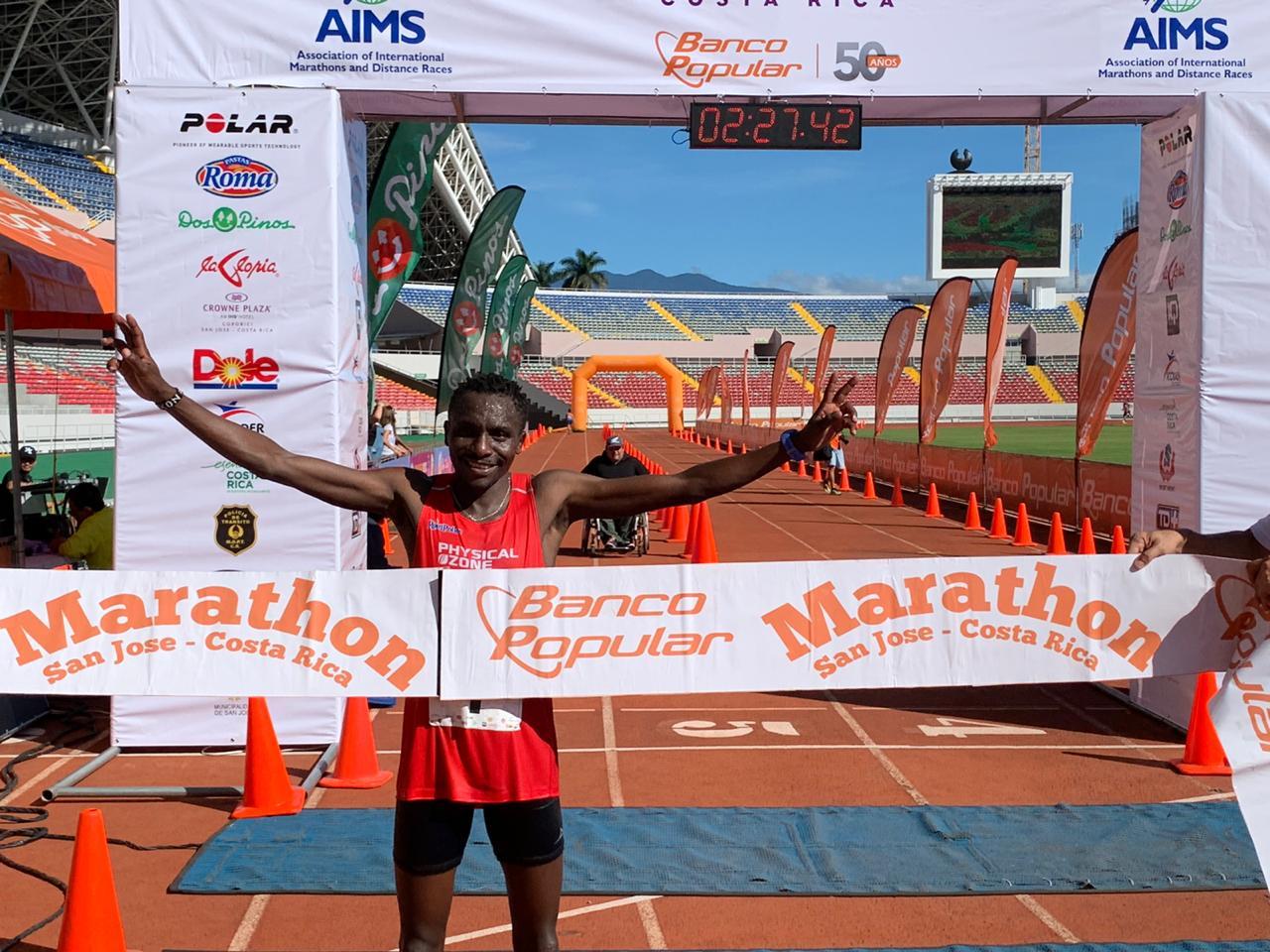 Keniano rompe récord en la Maratón San José
