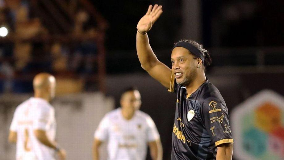Ronaldinho: «No puedo decir que Messi sea el mejor de la historia, sí que es el mejor en su época»