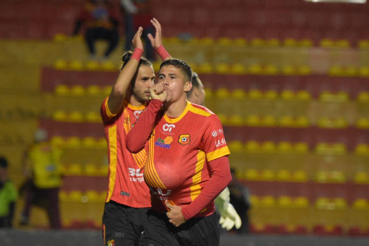 Gol de Alberth Villalobos fue suficiente para que el campeón derrotara a Jicaral.