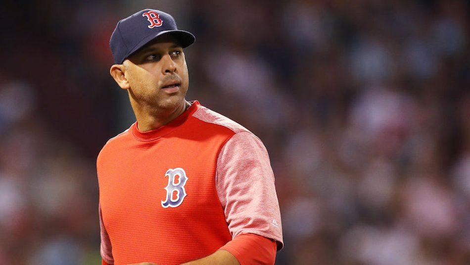 Red Sox despiden a Alex Cora tras polémica por robo de señas.