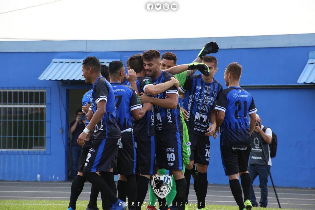 Municipal Grecia finiquitó unilateralmente contrato con Fuerza Griega y con ello recuperó licencia para jugar en el campeonato.