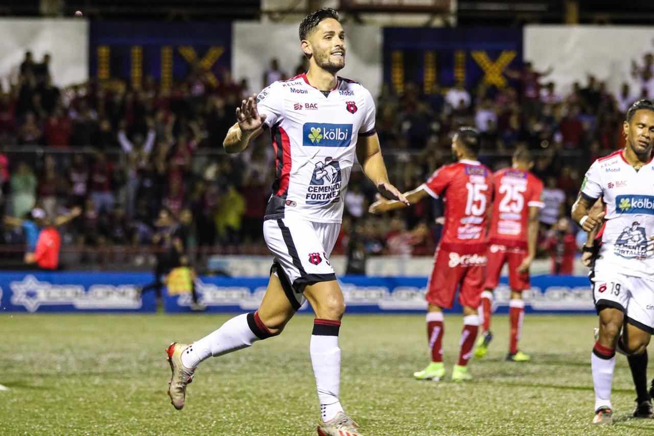 Olfato goleador de Jonathan Moya le da tres puntos valiosos a Alajuelense en Guápiles.