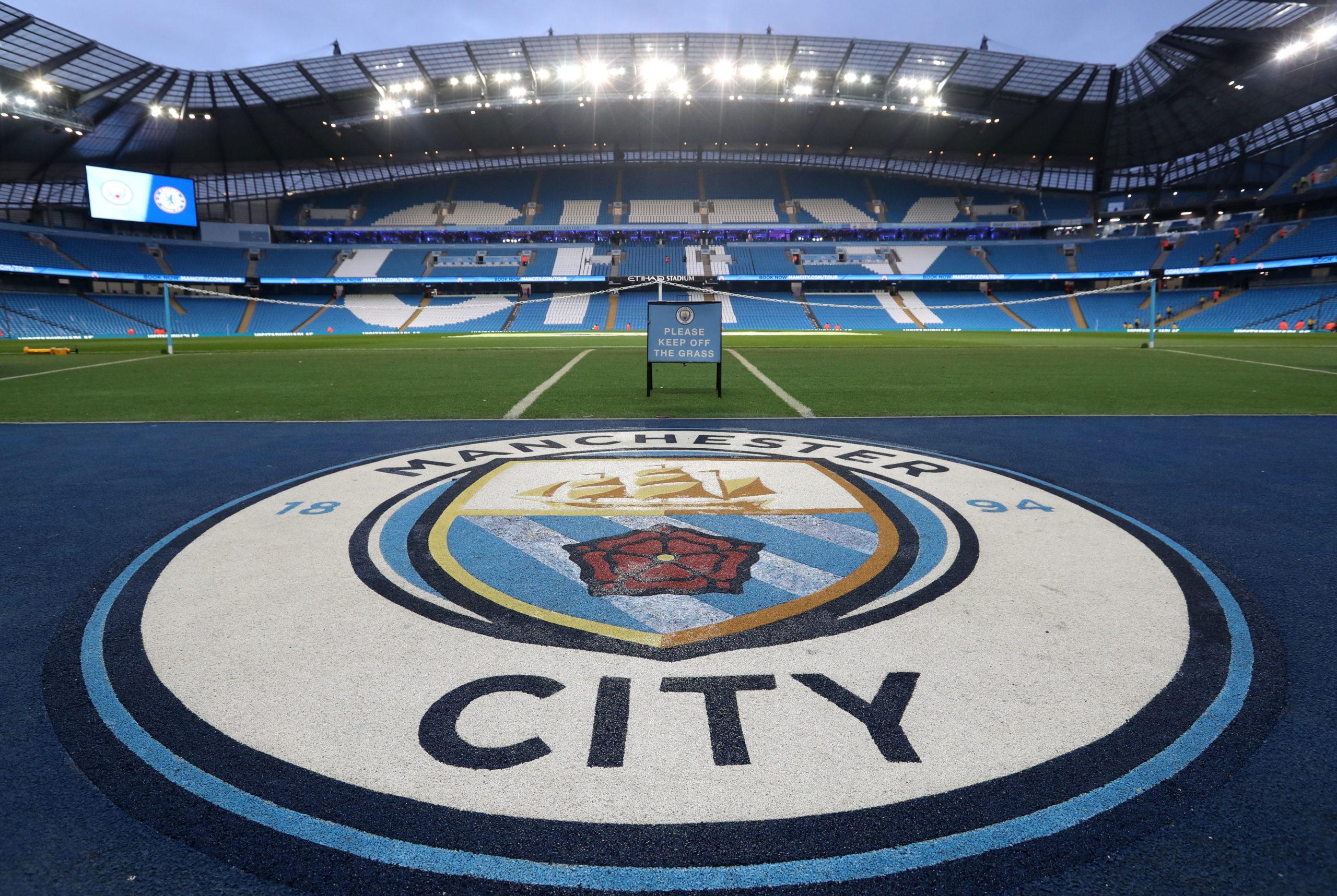 La UEFA sanciona al Manchester City con 2 años sin jugar en Europa por graves infracciones en las regulaciones de licencias de la UEFA y en las regulaciones relativas al fair play financiero.