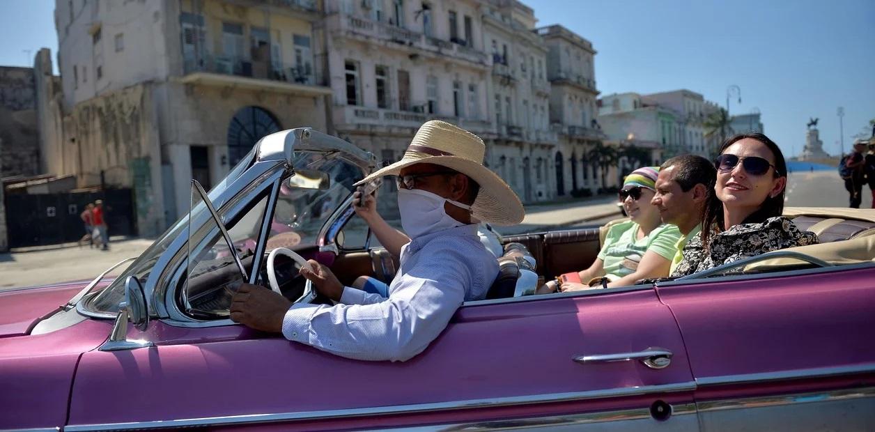 Coronavirus: después de alentar a los turistas a seguir viajando, Cuba cierra sus fronteras