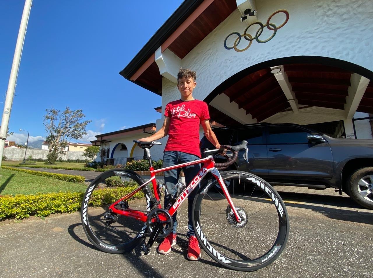 Confirmado, el ciclista Kevin Rivera no viajará a Italia por causa del coronavirus.