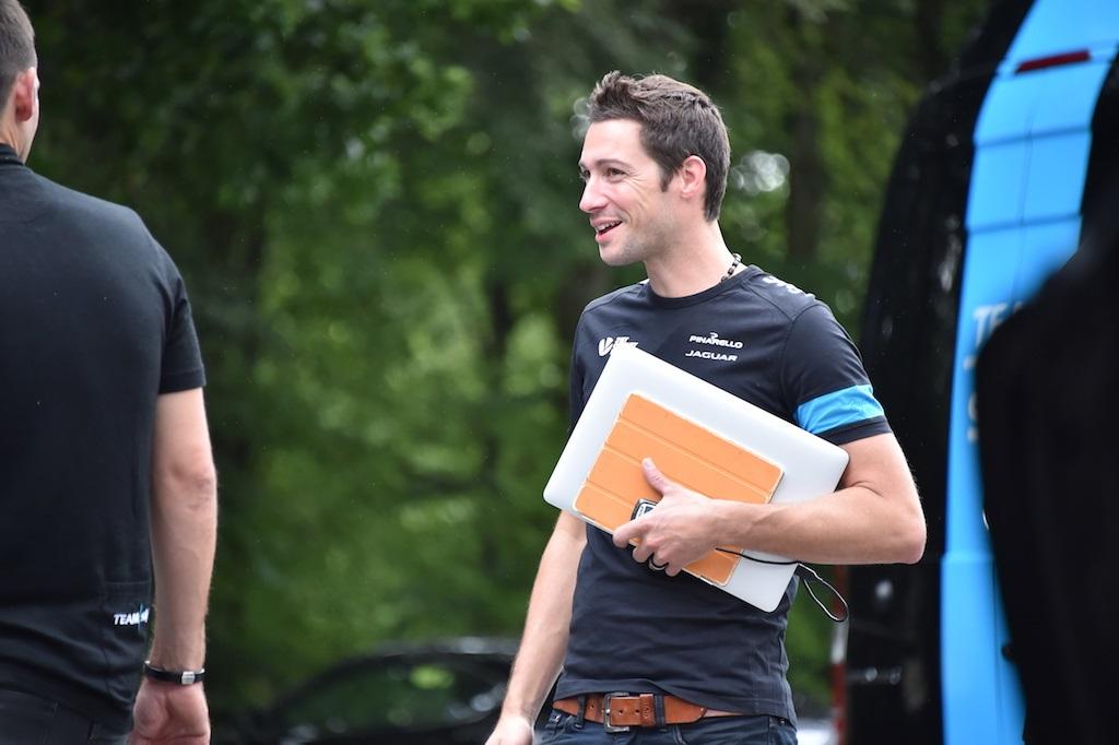 Fallece el director deportivo del equipo de ciclismo, INEOS, donde milita Andrey Amador.