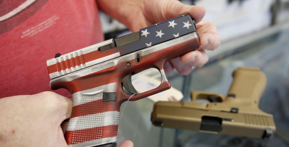 Estadounidenses compraron dos millones de armas durante marzo, la cifra más alta desde enero de 2013.