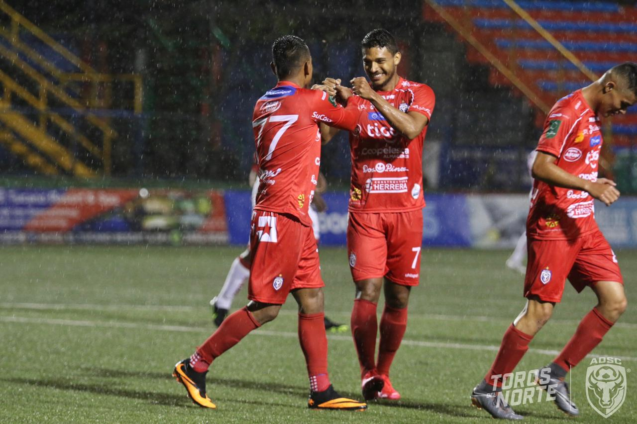 San Carlos se reencontró con la victoria a costa de un Santos sin alma.