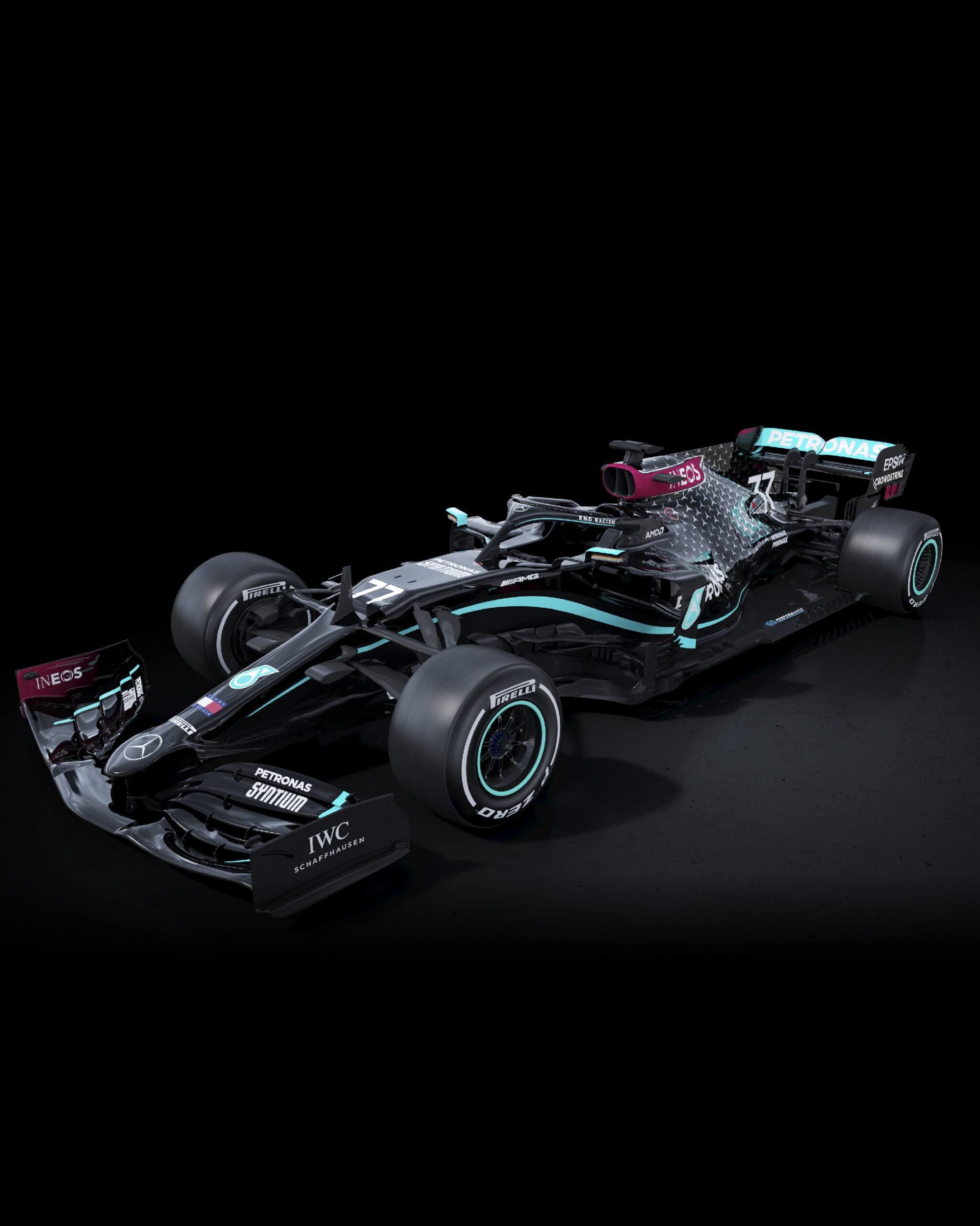 Mercedes pintó sus monoplazas F1 de color negro como señal de combate contra el racismo.