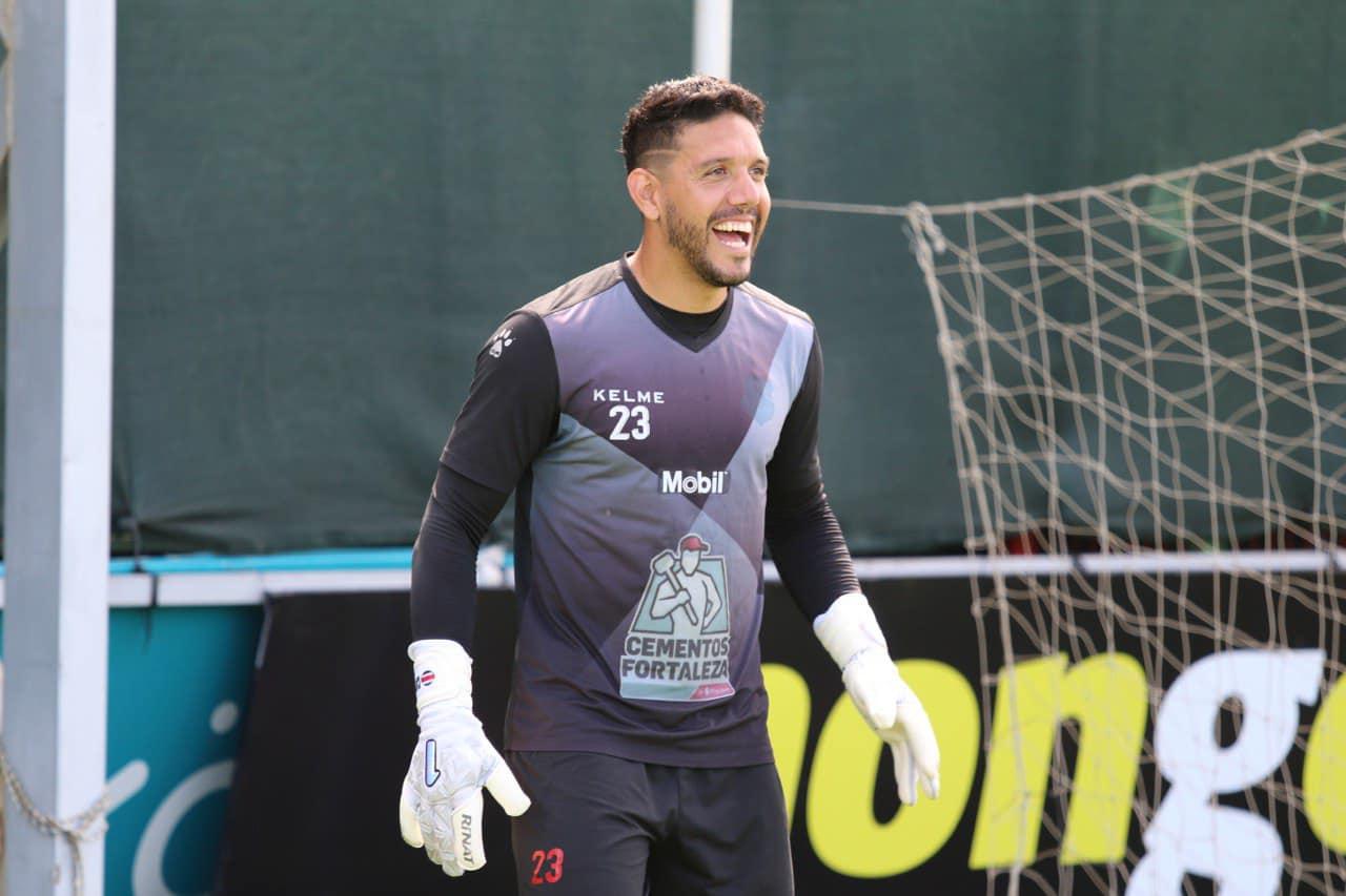 Leonel Moreira renovó un año más con Alajuelense.