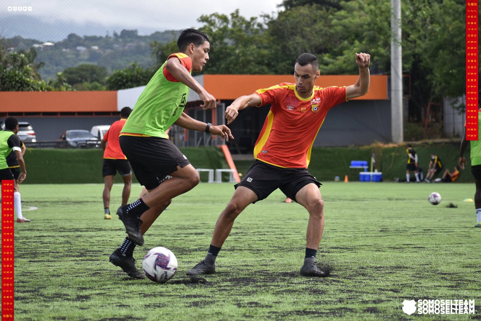 El delantero Brayan Rojas sufrió una ruptura total del ligamento cruzado anterior de su rodilla derecha así como una ruptura a nivel meniscal.