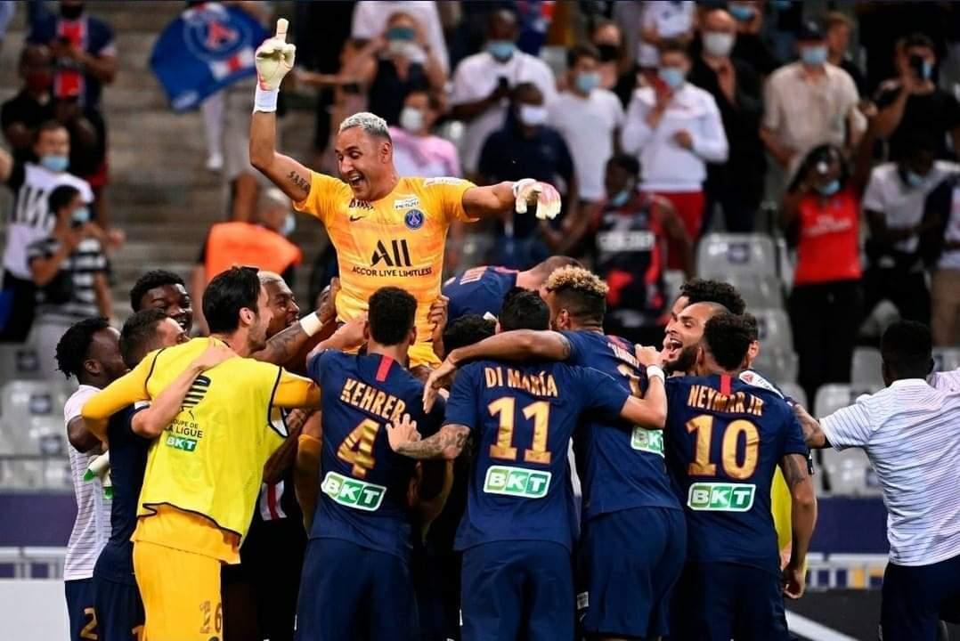 Keylor se viste de héroe y le da el título de la Coupe de la Ligue al PSG.