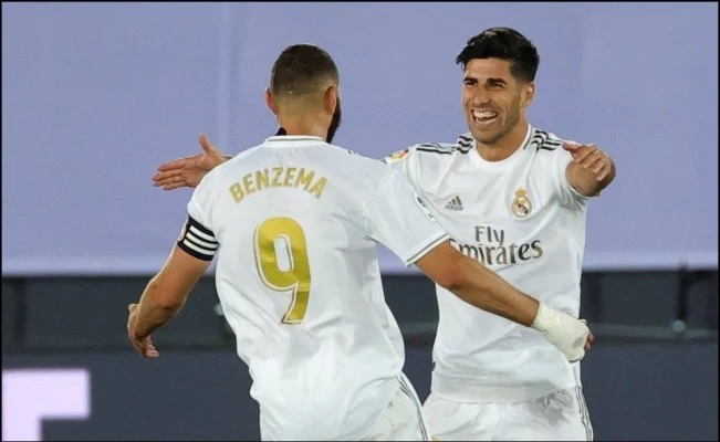 Real Madrid se impuso al Alavés y se mantiene alejado del Barcelona en la punta.