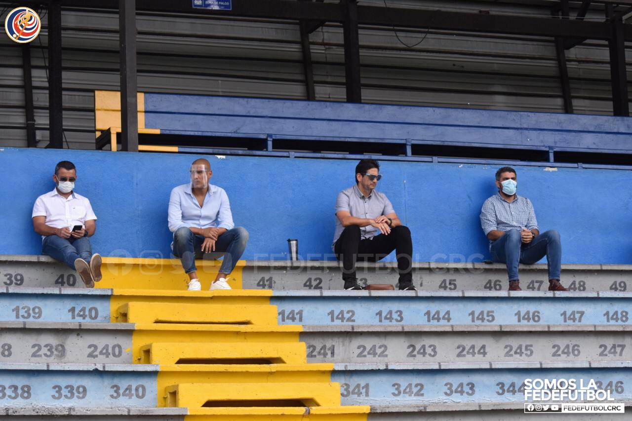 Ronald González continúa visitando clubes y le complace la disposición para ayudarle a la Selección.