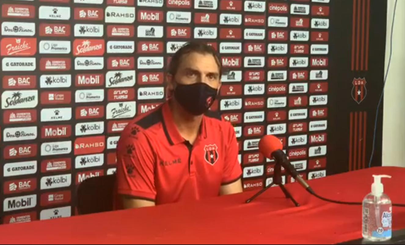 """Andrés Carevic: """"La Liga tiene que ganar siempre. Si podemos jugar bien lo vamos a hacer""""."""