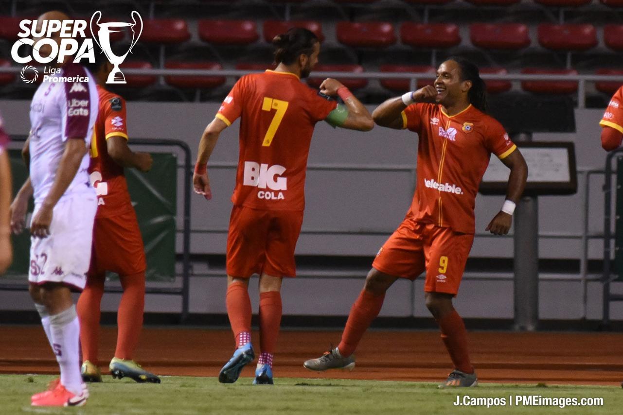 Con doblete de McDonald, Herediano derrota al Saprissa y se corona campeón de la Supercopa.