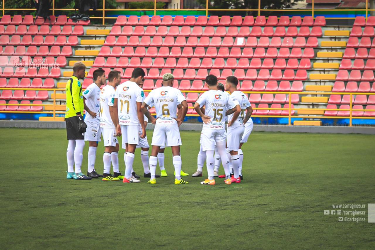 Cartaginés multado con ₡500 mil por abrazos en celebración del segundo gol ante Sporting FC.