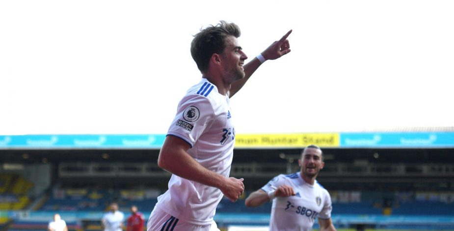 Partidazo: Leeds United ganó sus primeros tres puntos en la Premier superando al Fulham.