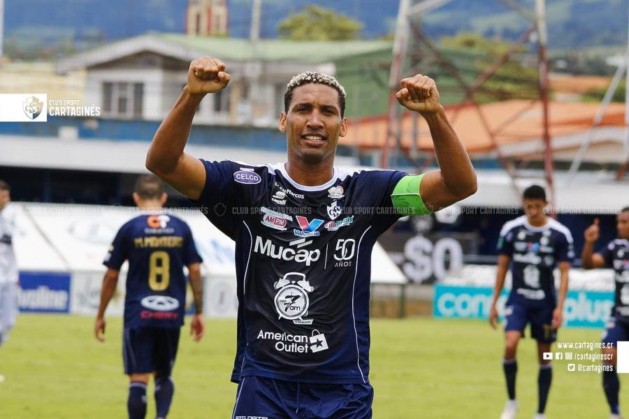 Cartaginés hizo lo propio y además aprovechó las facilidades para golear a Limón FC.