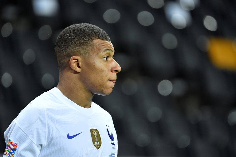 Francia pierde a Mbappé para la UEFA Natios League tras dar positivo con COVID-19.