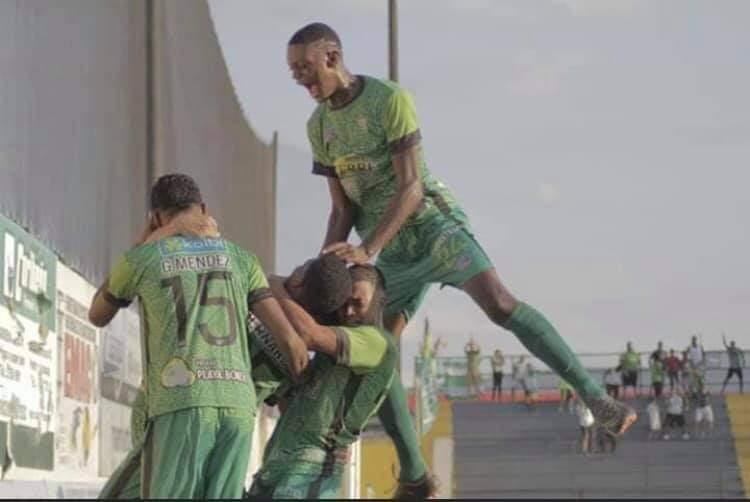 Rashir Parkins reveló las razones por las cuales firmó con Fútbol Consultans y denunció lo que vivió en Limón FC.
