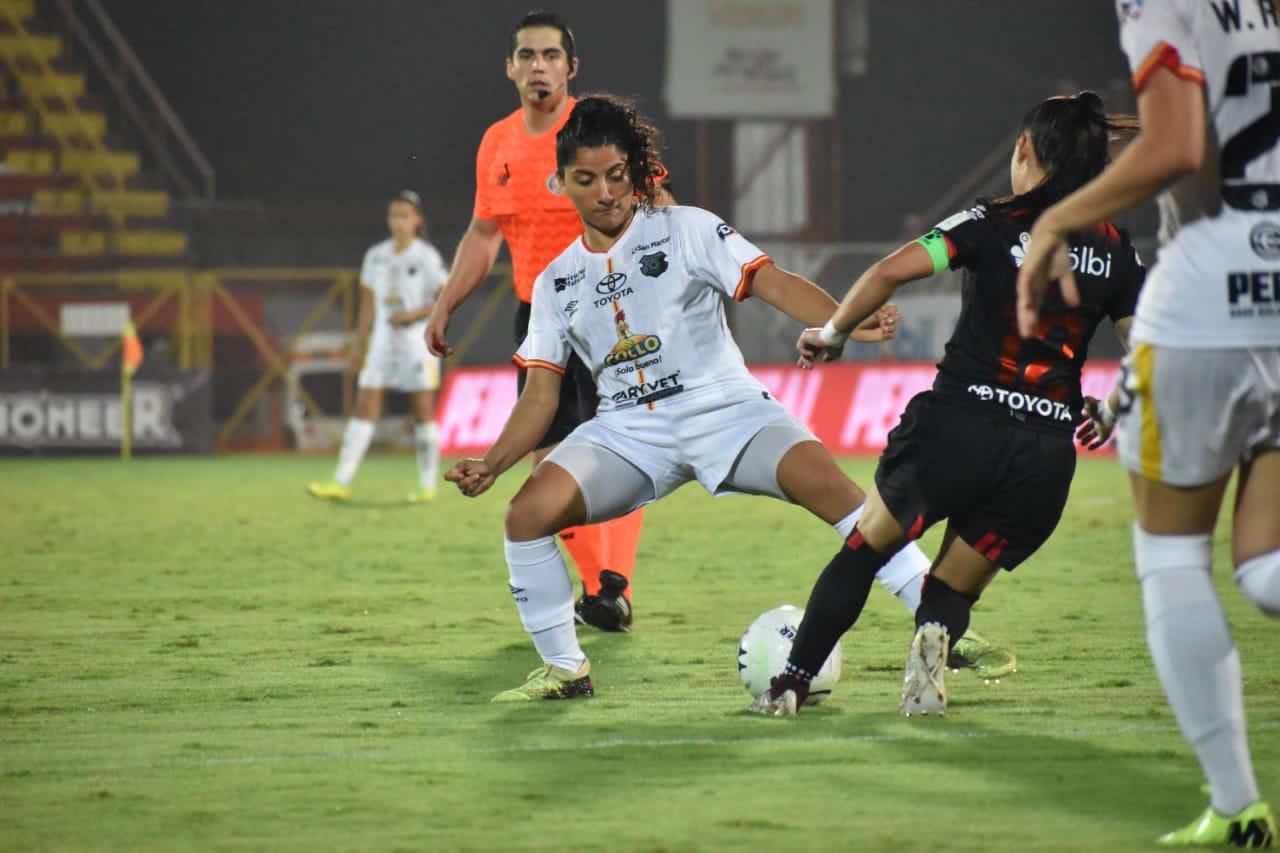 Herediano goleó a Alajuelense y se acerca al cetro del fútbol femenino.