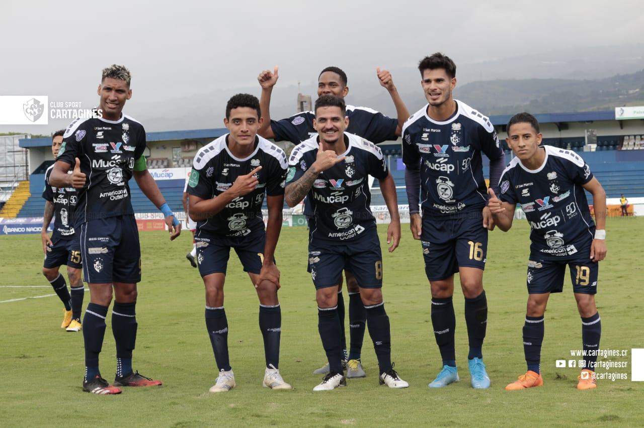 Cartaginés se afianza en el liderato del Grupo B goleando a un Santos que se desmorona en el Apertura.