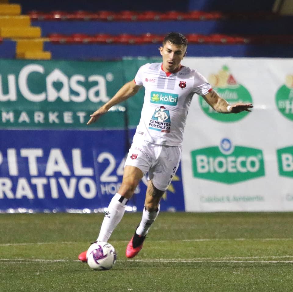 Fernán Faerrón sufrió un esguince en su tobillo izquierdo.